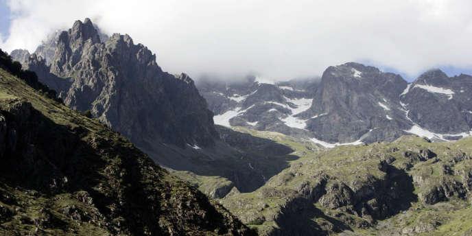 Vue du massif des Ecrins, en 2007. Mercredi 1er avril, une avalanche s'est déclenchée dans ce secteur.