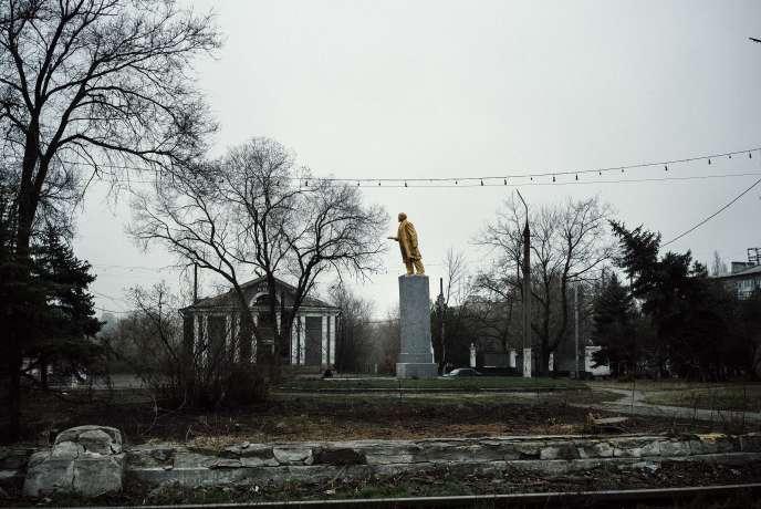 Une statue de Lénine, le 30 mars à Donetsk, dans l'Est ukrainien.