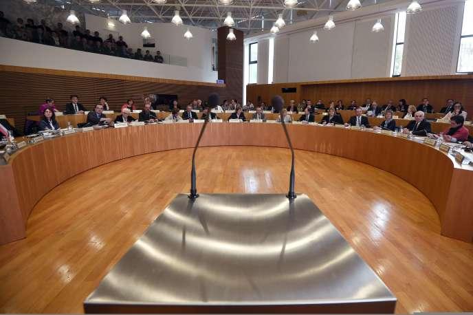Quatre jours après le second tour des élections départementales, les quatre-vingt-dix-huit conseils départementaux élisaient leurs présidents jeudi 2 avril.
