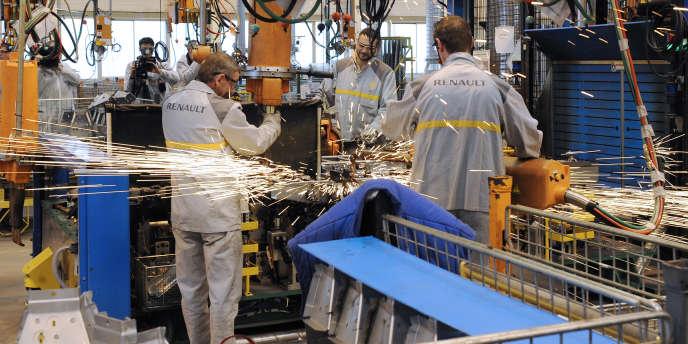 Dans un atelier de Sovab, un sous-traitant du groupe Renault, en février 2010.