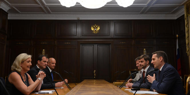Marine Le Pen, en visite à Moscou, rencontre le président de la Douma, Serguei Naraychkine le 19 juin 2013.