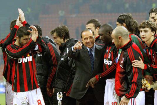 Silvio Berlusconi après la victoire de son club, le Milan AC, contre la Juventus, en janvier 2006.