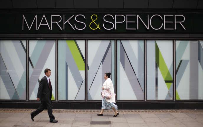 Outre-Manche, Marks & spencer possède 852 magasins.