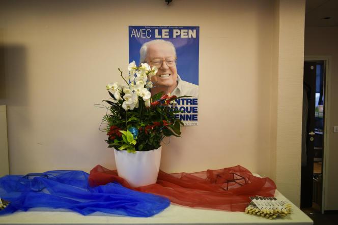 Portrait de Jean-Marie Le Pen au siège du FN, le 29 mars.