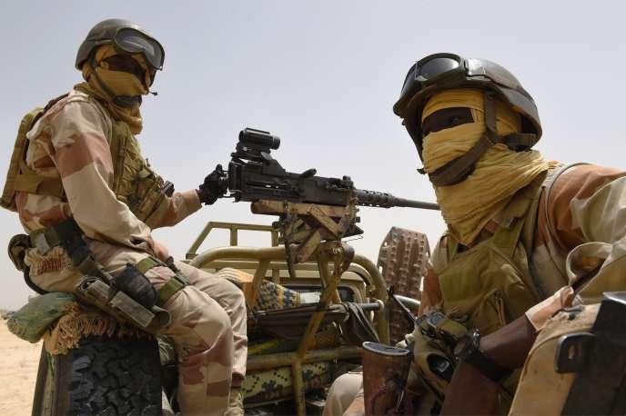 Des soldats nigériens à proximité de Malam Fatori, ville frontalière du Niger, qui a été identifiée comme le principal lieu de repli des combattants de Boko Haram après plusieurs défaites.