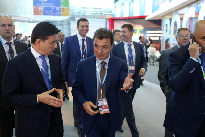 Filaret Galtchev (au centre), actionnaire d'Holcim, conteste les conditions du mariage avec Lafarge.