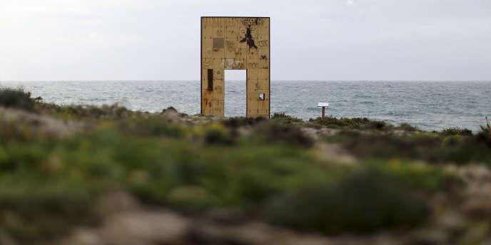 Le monument commémoratif appelé « porte de l'Europe » sur l'île italienne de Lampadusa, en février 2015.