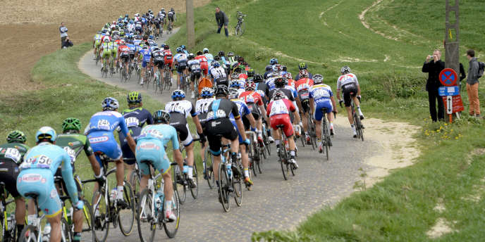 Des cyclistes sur le Tour des Flandres, en 2014.