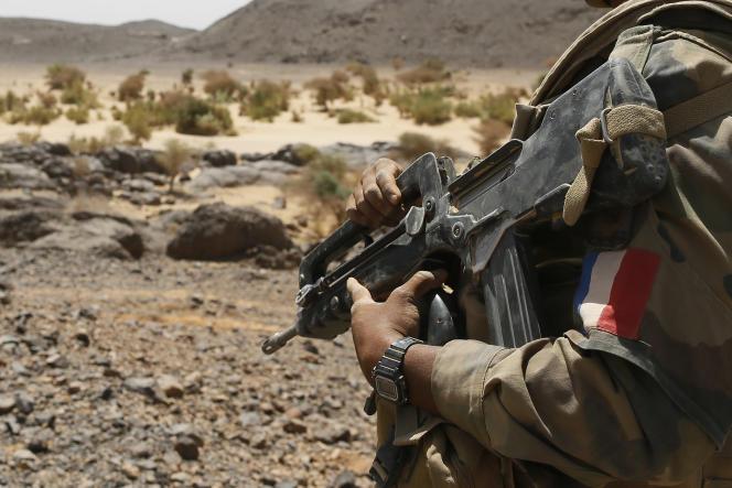 Un militaire français dans l'Adrar des Ifoghas, dans le nord du Mali, en mars 2013.