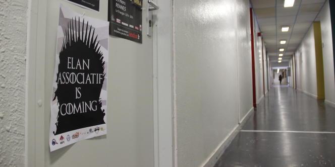 Pour répondre à l'Armée de Dumbledore, l'Elan associatif, principale liste concurrente, a imprimé des affiches inspirées par