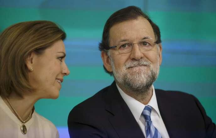 La secrétaire générale du Parti populaire, Maria Dolores de Cospedal, et le président du gouvernement espagnol, Mariano Rajoy, au siège du PP à Madrid, le 7 avril 2015.