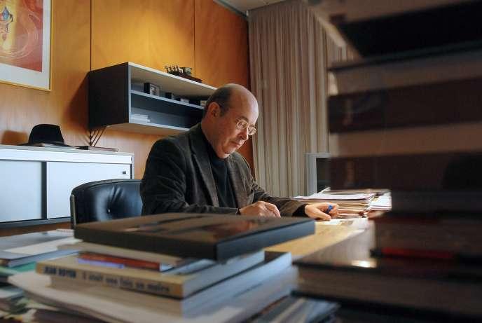 Jean Germain en février 2008 dans son bureau de la mairie de Tours.