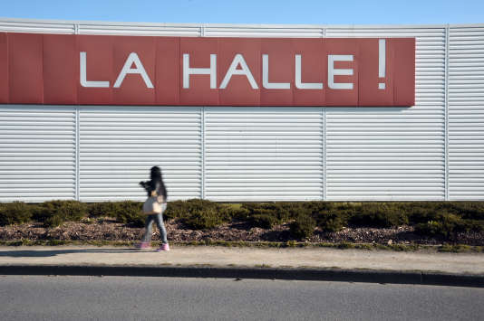 L'enseigne La Halle fait partie du groupe Vivarte.