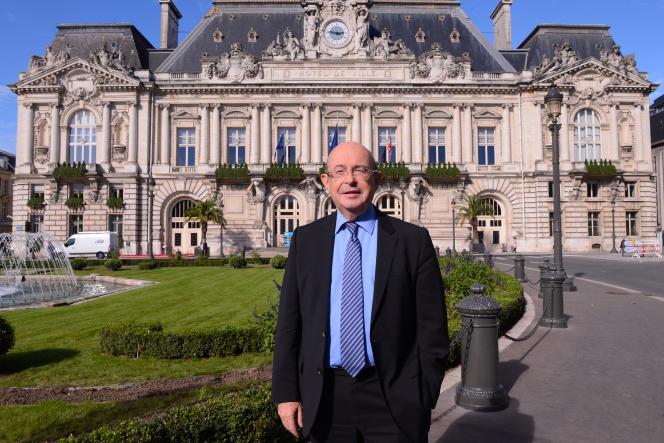 Le sénateur socialiste d'Indre-et-Loire et ancien maire de Tours Jean Germain pose le 18 octobre 2013.