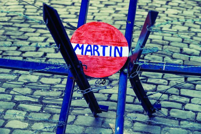 Le 5avril, une manifestation était organisée à Floreffe, près de Namur, où vit l'ex-magistrat Christian Panier, pour protester contre l'arrivée de Michelle Martin (l'ex-compagne de Marc Dutroux).