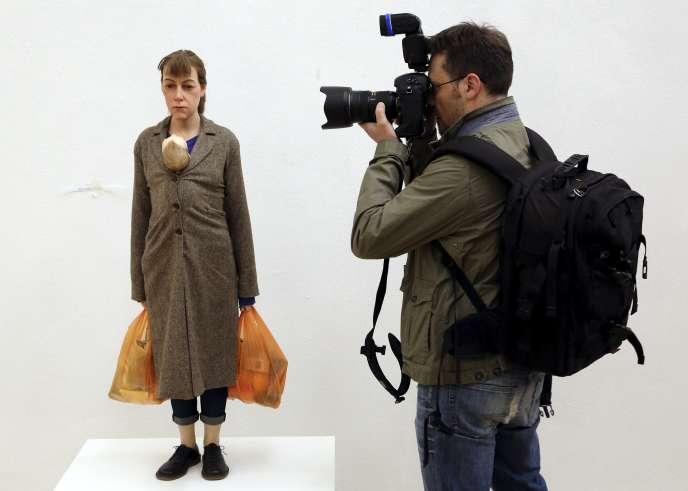 Une oeuvre de Ron Mueck, à l'expo Arts & Food, de la Triennale de Milan. L'exposition fait partie de l'Exposition universelle 2015, dont le thème est