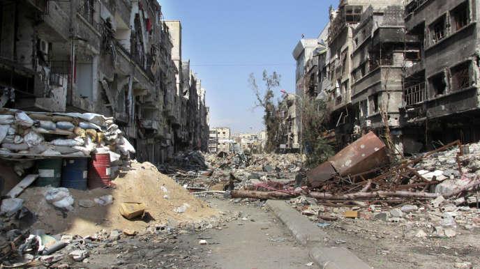 Une des principales rues du camp palestiniens de Yarmouk, assiégé par l'armée syrienne, en février 2014.