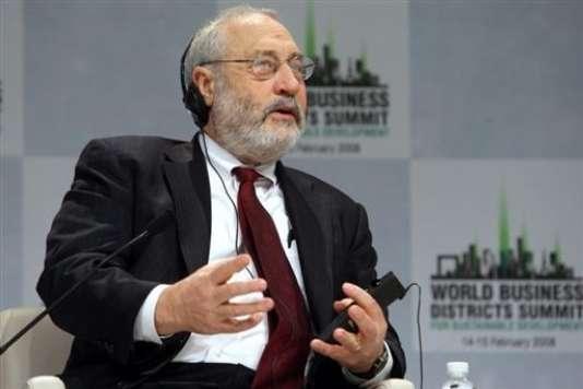 """Joseph Stiglitz. """"Les politiques qui favorisent l'égalité ne pèsent pas nécessairement sur la croissance ; au contraire, tout porte à croire qu'elles auraient plutôt tendance à renforcer la performance économique""""."""