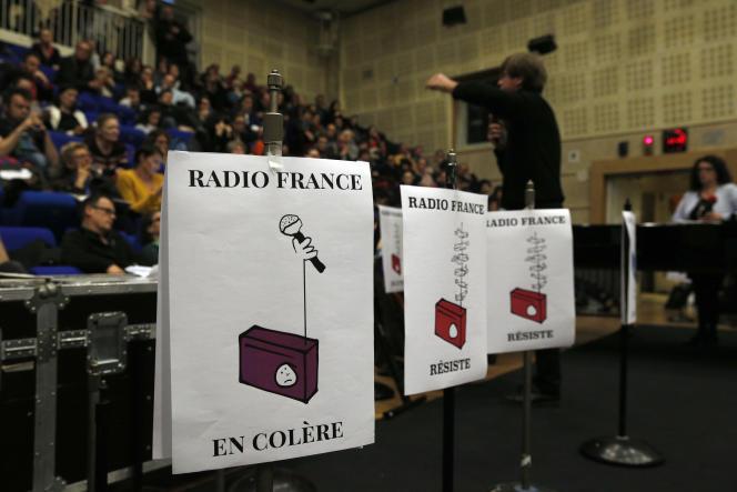 Assemblée générale des salariés grévistes de Radio France, mercredi 8 avril. (AP Photo/Christophe Ena)