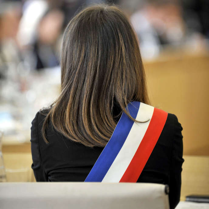 Le conseil municipal de la ville de Nantes, réuni en séance lors de l'élection du nouveau maire de la ville, Johanna Rolland. C'est la première femme maire de Nantes.