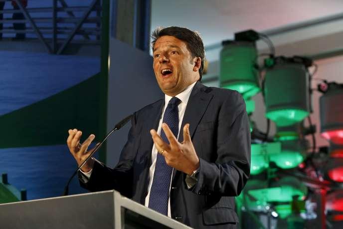 Le premier ministre italien, Matteo Renzi, le 9 avril 2015 à Maghtab, dans le nord de Malte.