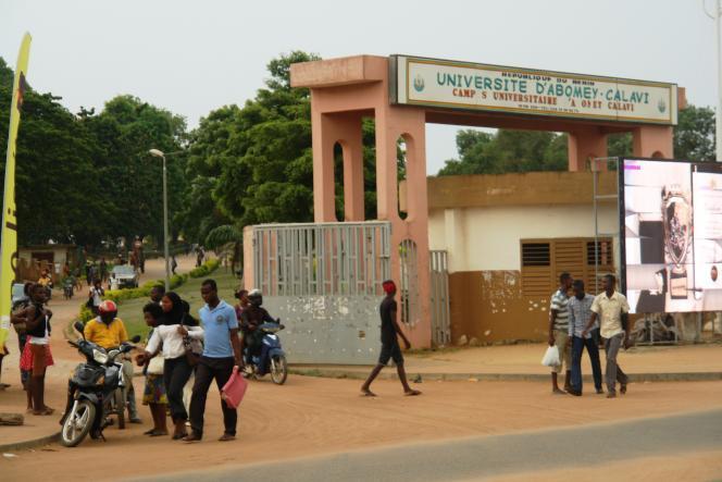 Devant l'université de Cotonou, au Bénin, en avril 2015.