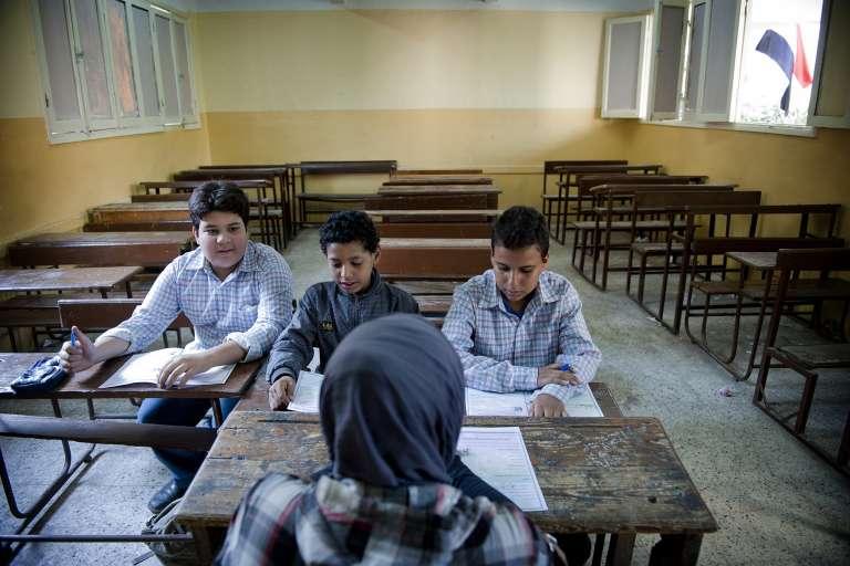 Cours dans une école de Gizeh, en Egypte, en octobre 2013.