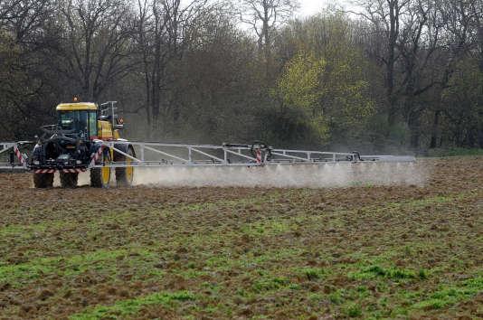 Les agriculteurs sont critiqués, lors des pics de pollution, pour les épandages d'engrais.
