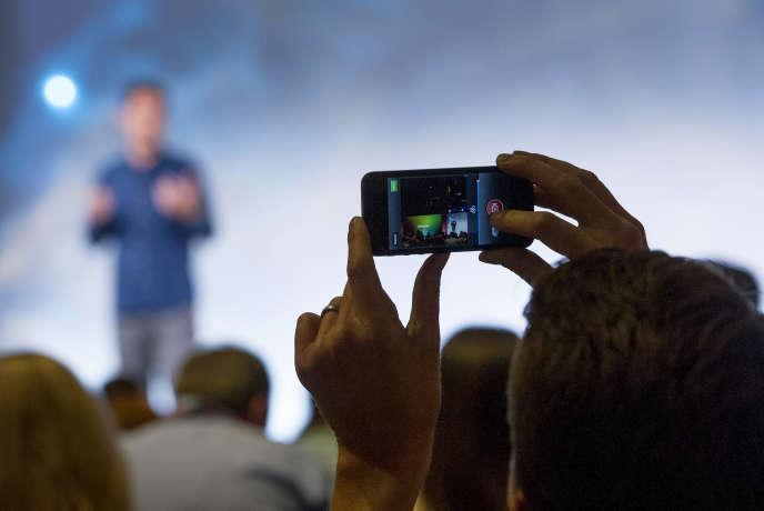 Instagram compte plus de 300 millions d'utilisateurs actifs qui postent quotidiennement 70 millions de clichés.