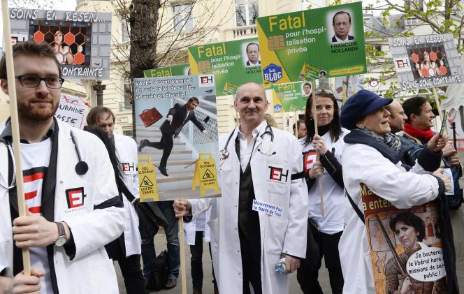 Des médecins manifestent contre la loi santé, le 31 mars à Paris.