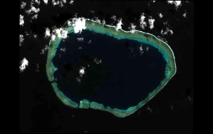 Situé dans la zone économique exclusive des Philippines, le récif de Mischief est également revendiqué par trois autres Etats bordant la mer de Chine : la Chine,Taïwan et le Vietnam.