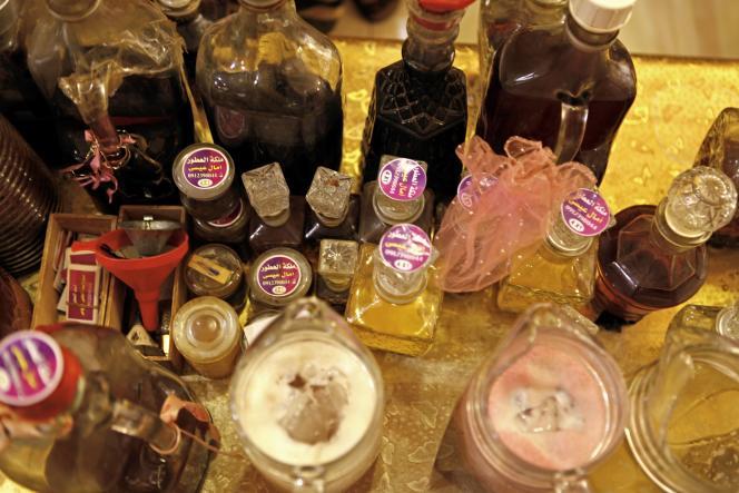 Dans l'atelier de la Reine des parfums