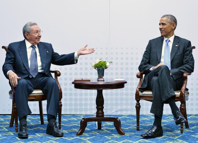 Barack Obama et Raul Castro, le 11 avril à Panama City.