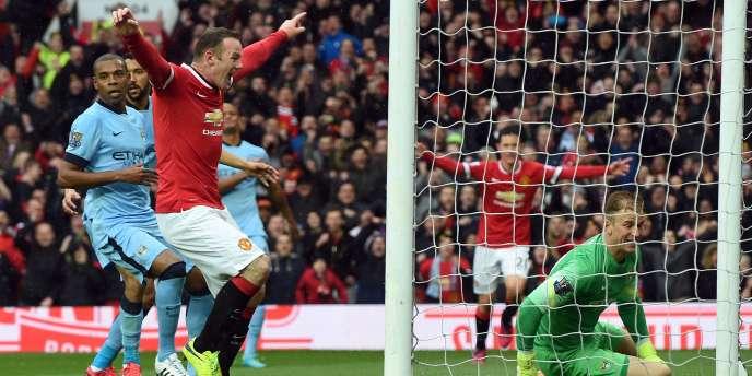 Wayne Rooney exulte après le premier but de la rencontre, inscrit par Ashley Young, à Old Trafford le 12 avril 2015.