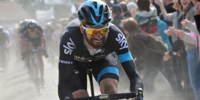 Bradley Wiggins lors de son attaque sur le secteur de Templeuve, lors de Paris-Roubaix, 12 avril 2015.