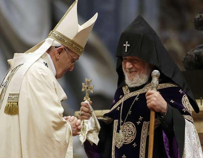 Le pape François reçu par le chef de l'Eglise orthodoxe arménienne.