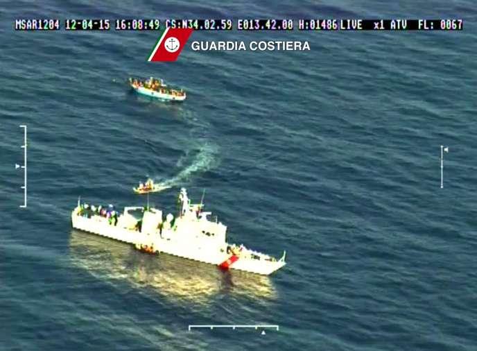 Le 14avril, les gardes-côtes italiens ont récupéré neuf corps après le naufrage d'un navire de migrants en Méditerranée.