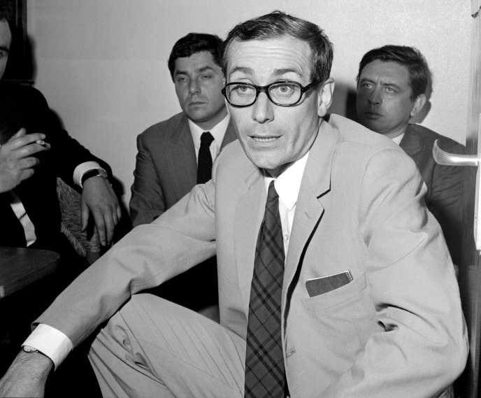 François Maspero, le 13 juillet 1967, à Paris, au cours d'une conférence de presse qu'il a donnée au retour de Bolivie de la délégation envoyée par le comité pour la défense de Régis Debray.