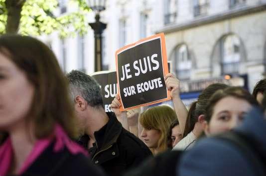 Lors d'un rassemblement contre le projet de loi sur le renseignement, le 13 avril à Paris.
