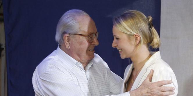 Jean-Marie Le Pen et sa petite fille Marion Marechal-Le Pen, le 17 juin 2012 à Carpentras.