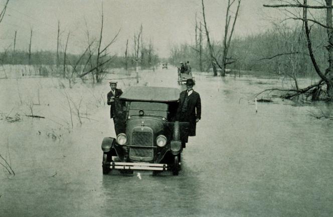 Crue dévastatrice et prohibition d'un côté, blues salvateur de l'autre. Deux romans paraissent, nés des limons fertiles du fleuve américain (photo: la crue de 1927).