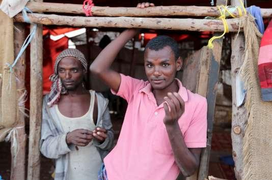 Un migrant éthiopien en Somalie, attendant de partir pour le Yémen, en avril.