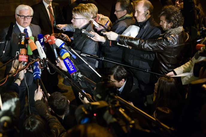 Les ministres allemand des affaires étrangères après une rencontre à Berlin au sujet de la crise en Ukraine.