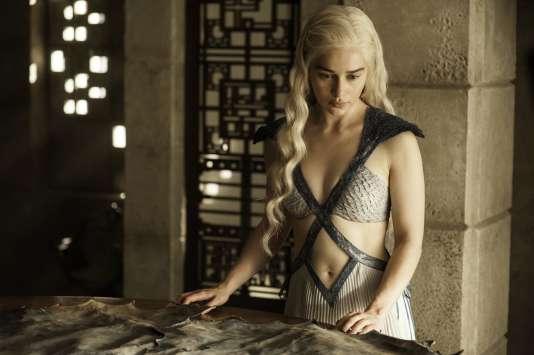 """Daenerys Targaryen, jouée par Emilia Clarke, dans la série du """"Trône de fer""""."""