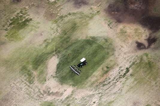 Vue aérienne d'un golf près de Palm Springs, en Californie.