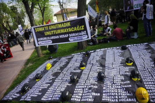 Un incendie avait éclaté en mai2014 dans un des puits de la mine de charbon du groupe Soma Kömür, tuant 301mineurs.