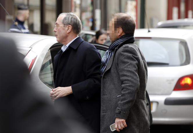 Claude Guéant, lors de sa convocation devant les juges pour une vente présumée fictive d'un de ses tableaux, à Paris le 7 mars.