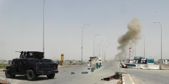 Dans la nuit de jeudi à vendredi, les djihadistes ont enfoncé les lignes de l'armée irakienne au nord de Ramadi à l'aide de véhicules avant d'attaquer à pied.