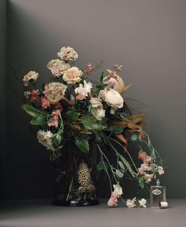 Œillet issu de la collection Les Infusions, Prada (le 18 mai aux Galeries Lafayette Haussmann et Marionnaud Champs-Elysées) : boisé épicé à son paroxysme, cet œillet n'a rien d'une fleur docile.