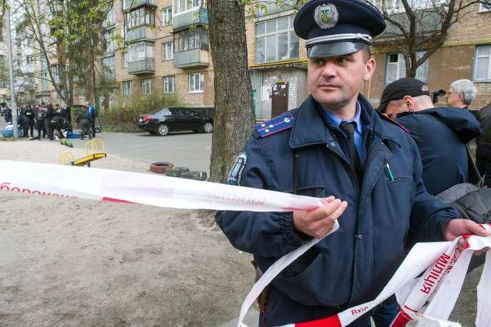 Sur les lieux de l'assassinat d'Oles Bouzina, à Kiev, le 16 avril.